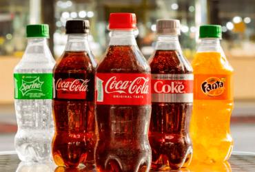 Coca-Cola má novou lahev. Je ze stoprocentně recyklovaného plastu